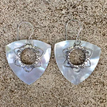 ER 13295 MOP-1 PC OF HAND CARVED 925 BALI SILVER EARRINGS WITH MOPL