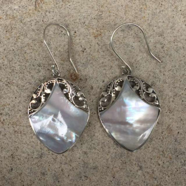 ER 13249 mop-1 PC OF HAND CARVED 925 BALI SILVER EARRINGS WITH MOP