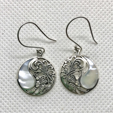 ER 12122 MP-1 PC OF HAND CARVED 925 BALI SILVER EARRINGS WITH MOP