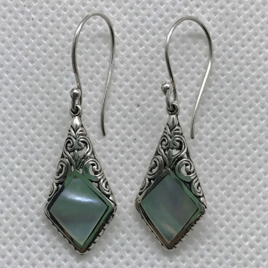 ER 14208 MP-1 PC OF HAND CARVED 925 BALI SILVER EARRINGS WITH MOP