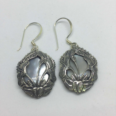 ER 11096 MP-1 PC OF HAND CARVED 925 BALI SILVER EARRINGS WITH MOP