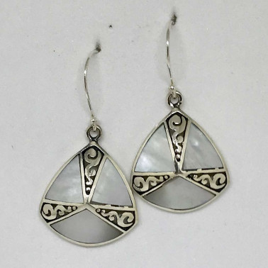 ER 13296 MP-BALI SILVER EARRINGS WITH MOP
