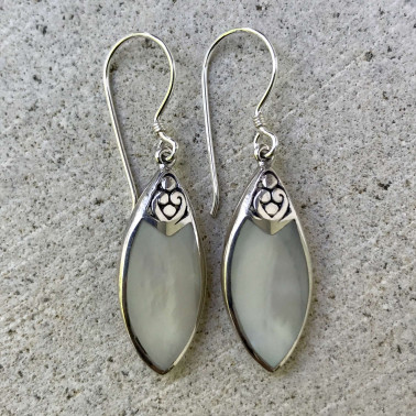 ER 13252 MP-BALI SILVER EARRINGS WITH MOP
