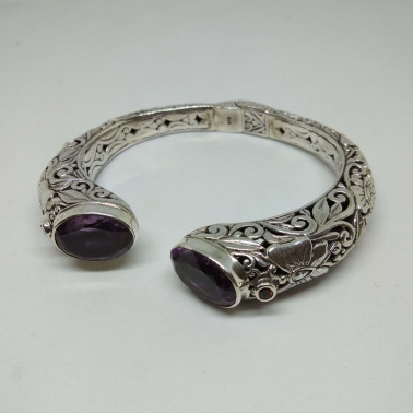 BR 13419-1 PC OF HAND CARVED 925 BALI SILVER BRACELET WITH AMETHYST