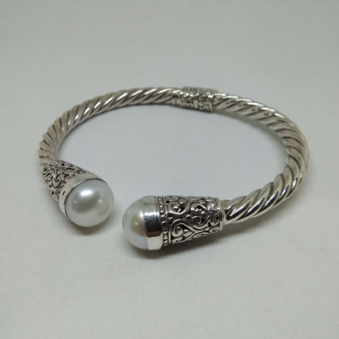 BR 12284-1 PC OF HAND CARVED 925 BALI SILVER BRACELET WITH MABE PEARL