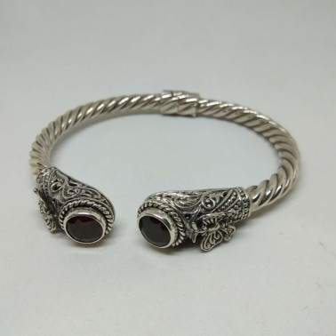 BR SSS-1 PC OF HAND CARVED 925 BALI SILVER BRACELET WITH GARNET