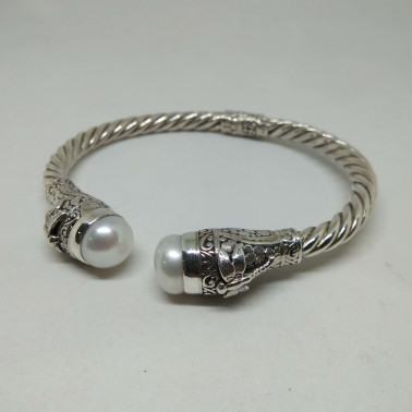 BR 13795-1 PC OF HAND CARVED 925 BALI SILVER BRACELET WITH MABE PEARL