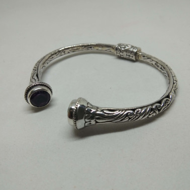 BR 13851-1 PC OF HAND CARVED 925 BALI SILVER BRACELET WITH AMETHYST