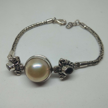 BR 08538-1 PC OF HAND CARVED 925 BALI SILVER BRACELET WITH MABE PEARL