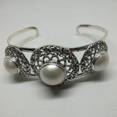 BR 10840-1 PC OF HAND CARVED 925 BALI SILVER BRACELET WITH MABE PEARL