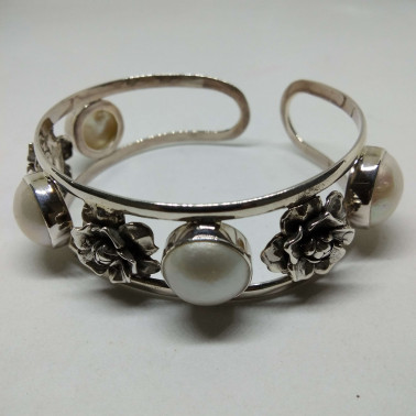 BR 010830-1 PC OF HAND CARVED 925 BALI SILVER BRACELET WITH MABE PEARL