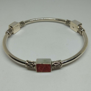 BR 13351-1 PC OF HAND CARVED 925 BALI SILVER BRACELET WITH RED CORAL