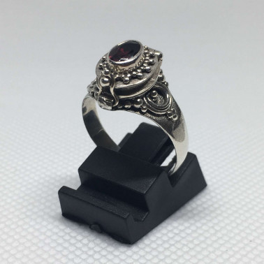 RR 13778-1 PC OF HAND CARVED 925 BALI SILVER RINGS WITH GARNET