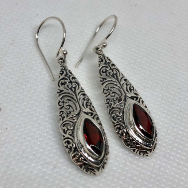 ER 14488 GR-BALI SILVER EARRINGS WITH GARNET