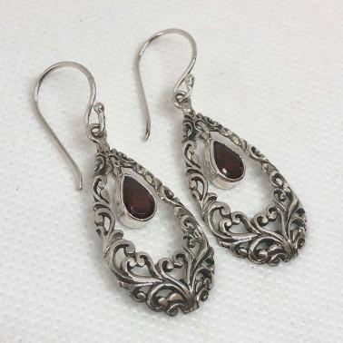 ER 14518 GR-BALI SILVER EARRINGS WITH GARNET