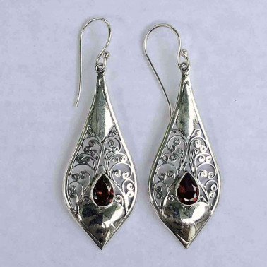 ER 14176 GR-BALI SILVER EARRINGS WITH GARNET