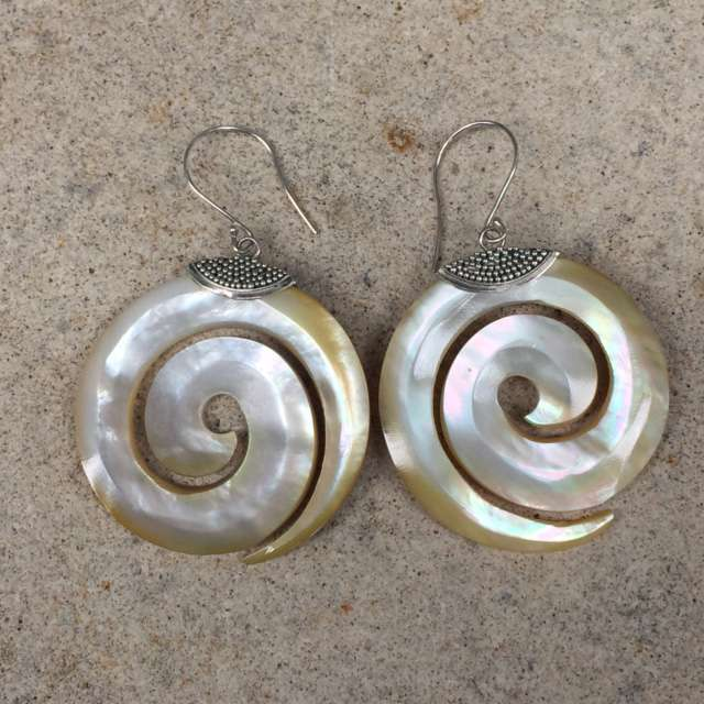 HANDMADE 925 BALI SILVER EARRINGS WITH SHELL