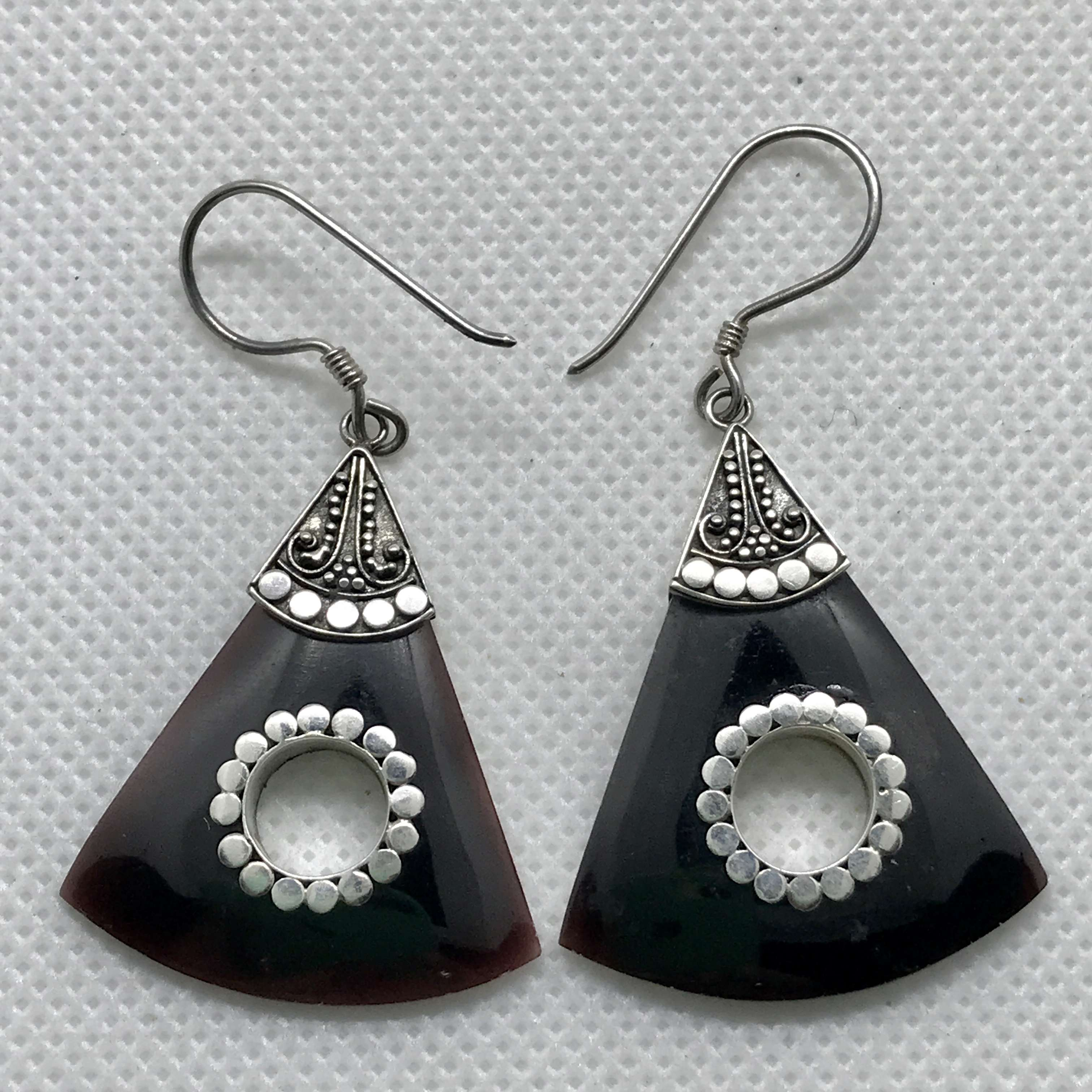 BALI 925 STERLING SILVER EARRINGS WITH BLACK SHELL