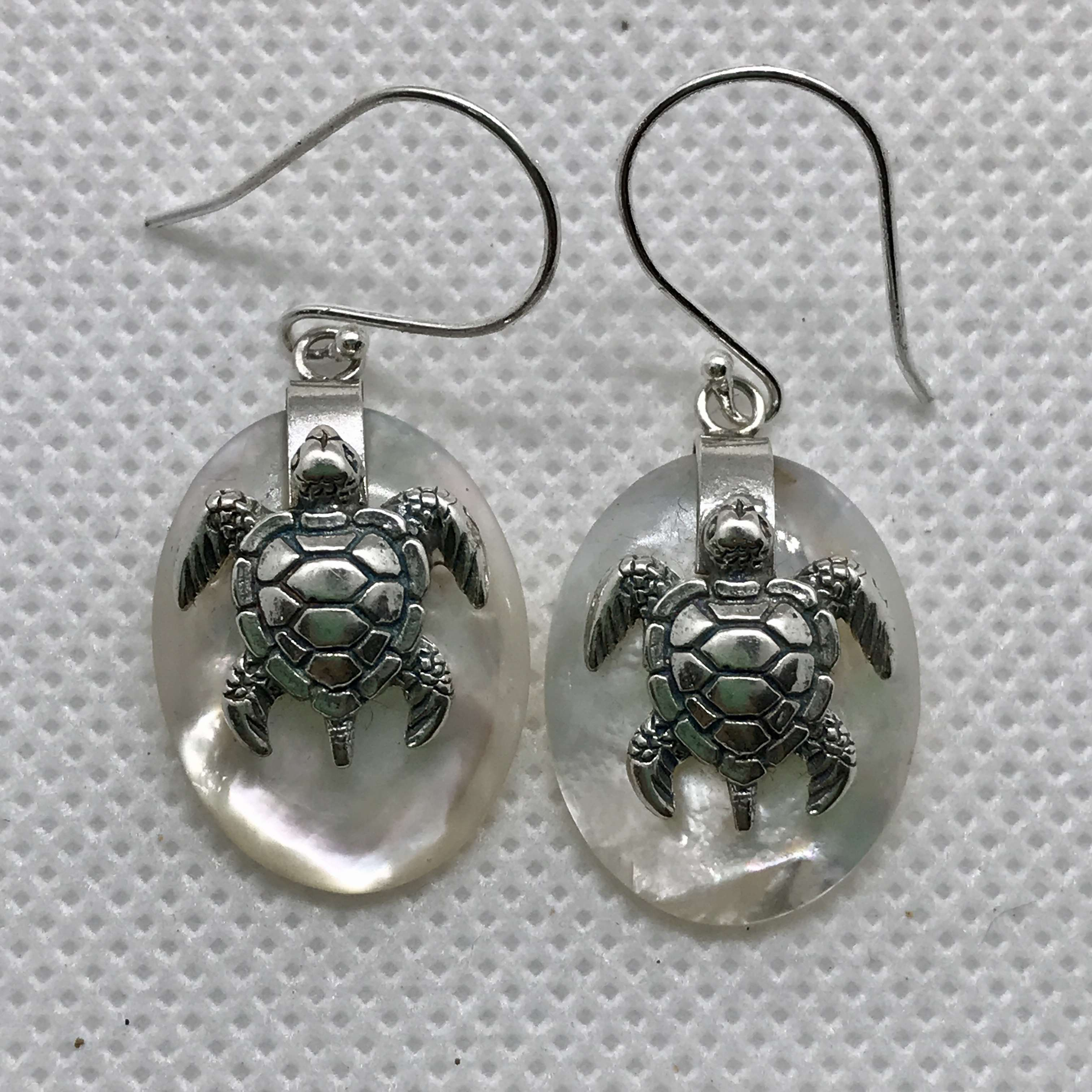 (925 BALI SILVER TURTLE OVAL EARRINGS WITH MOTHER OF PEARL)