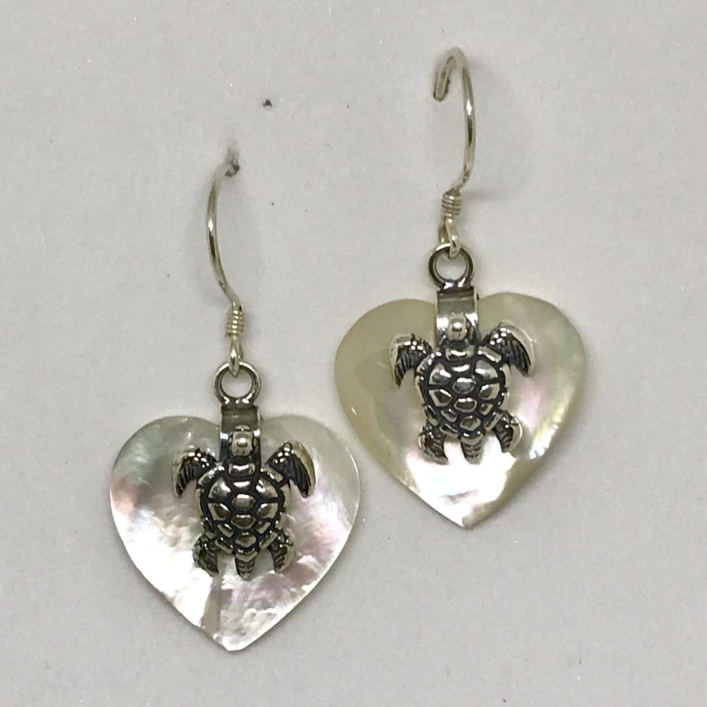 (925 BALI SILVER TURTLE HEART EARRINGS WITH MOTHER OF PEARL)