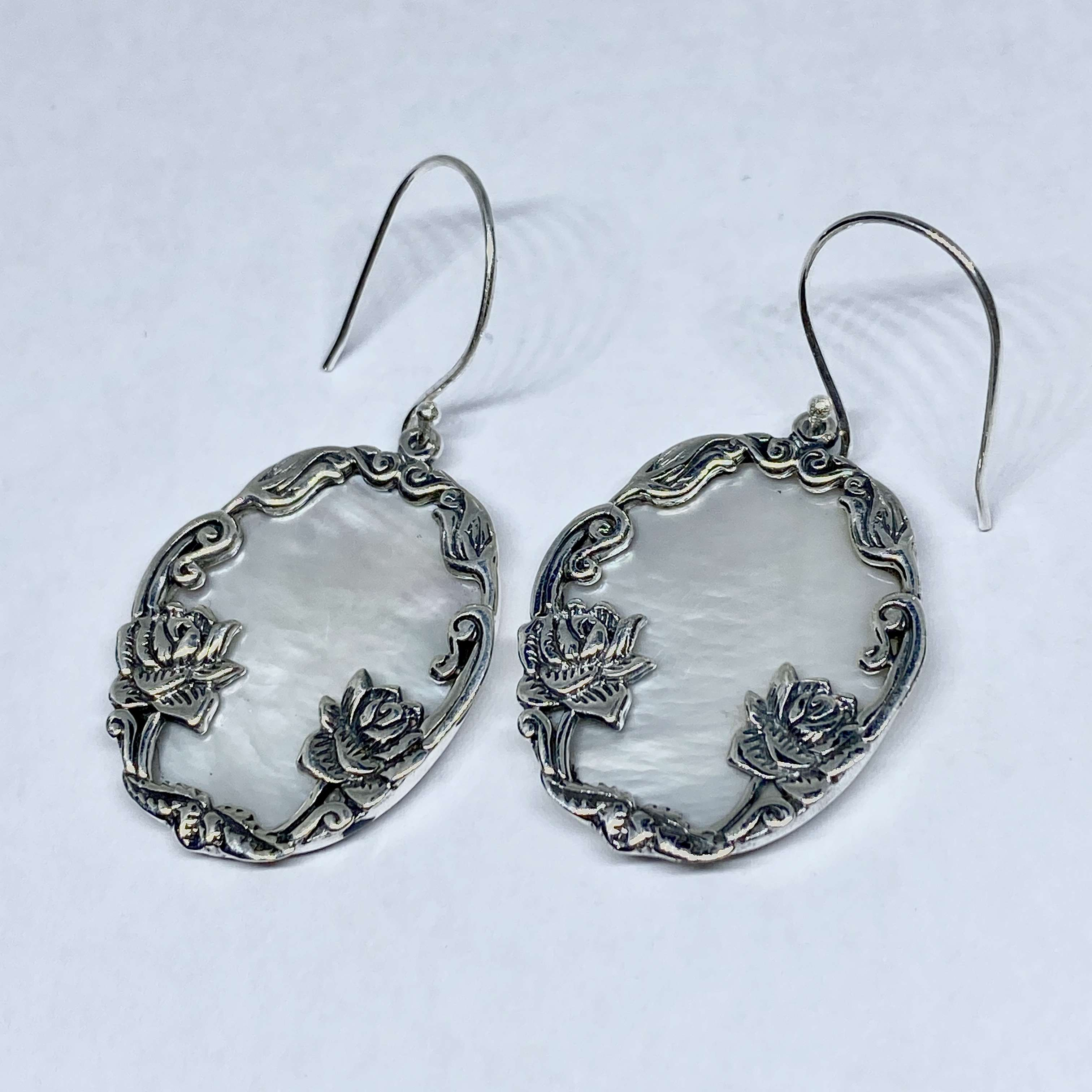 (HANDMADE 925 BALI SILVER DAISY LOTUS EARRINGS WITH MOTHER OF PEARL)