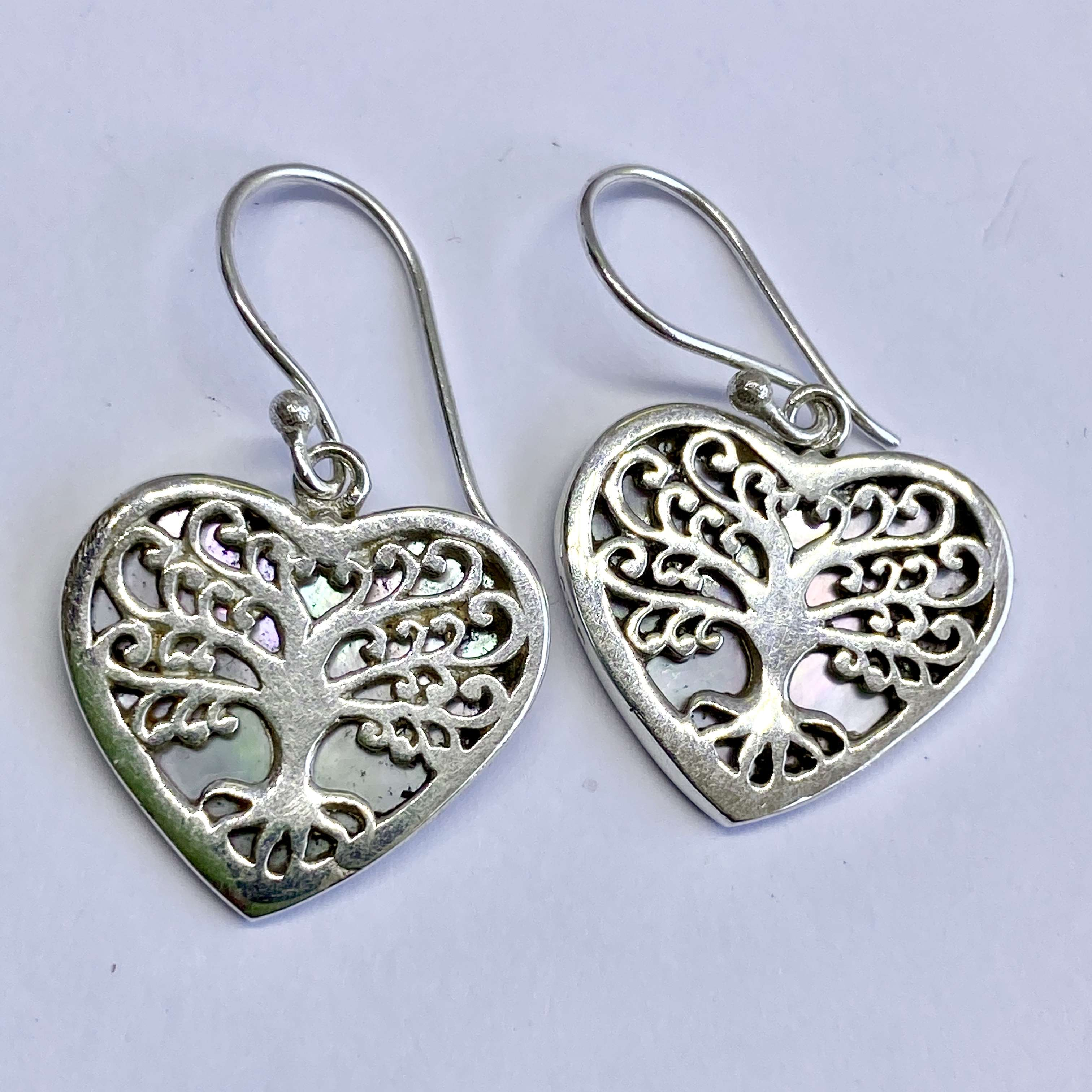 (BALI 925 STERLING SILVER TREE OF LIFE HEART EARRINGS WITH MOTHER OF PEARL)