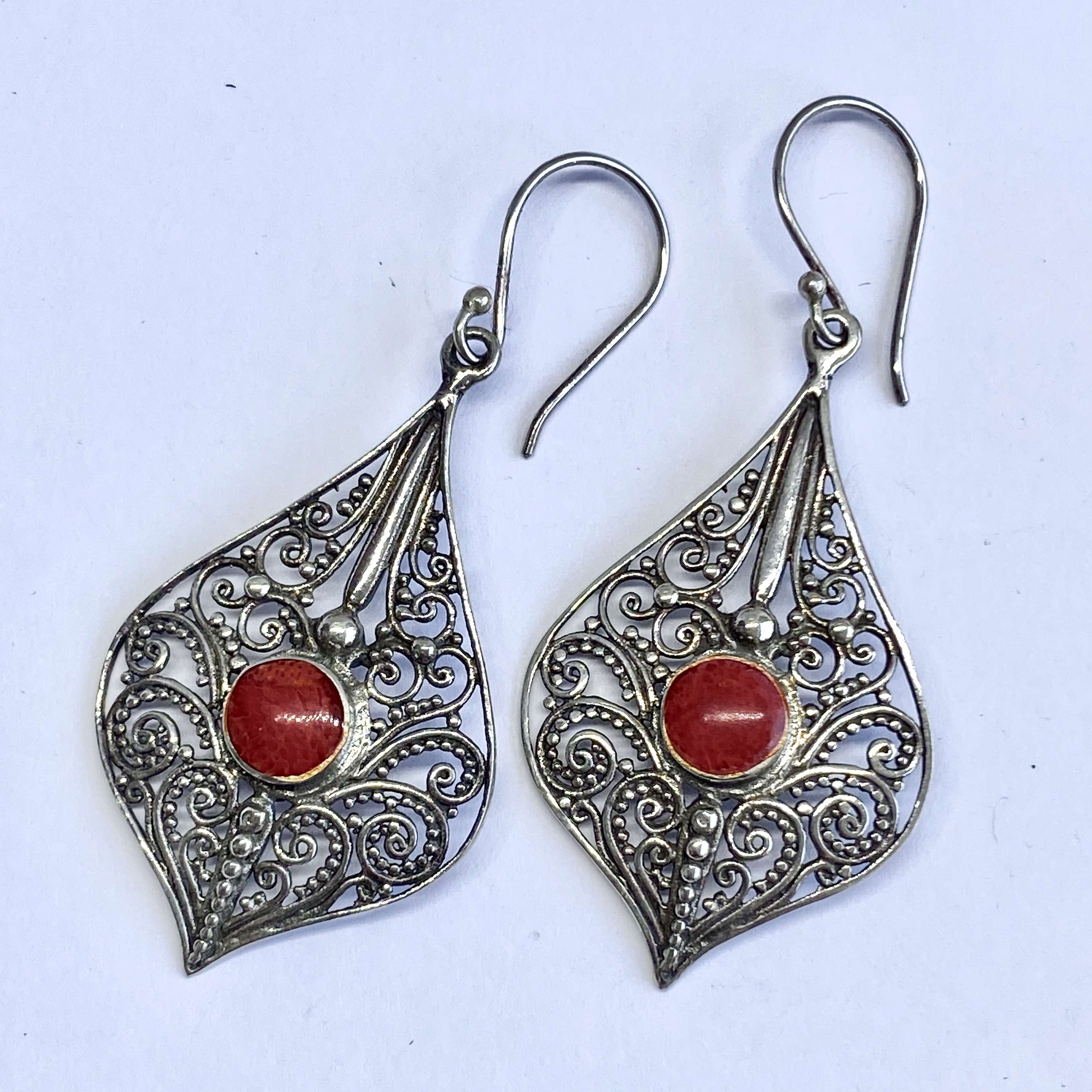 (BALI 925 STERLING SILVER FILIGREE EARRINGS WITH CORAL)