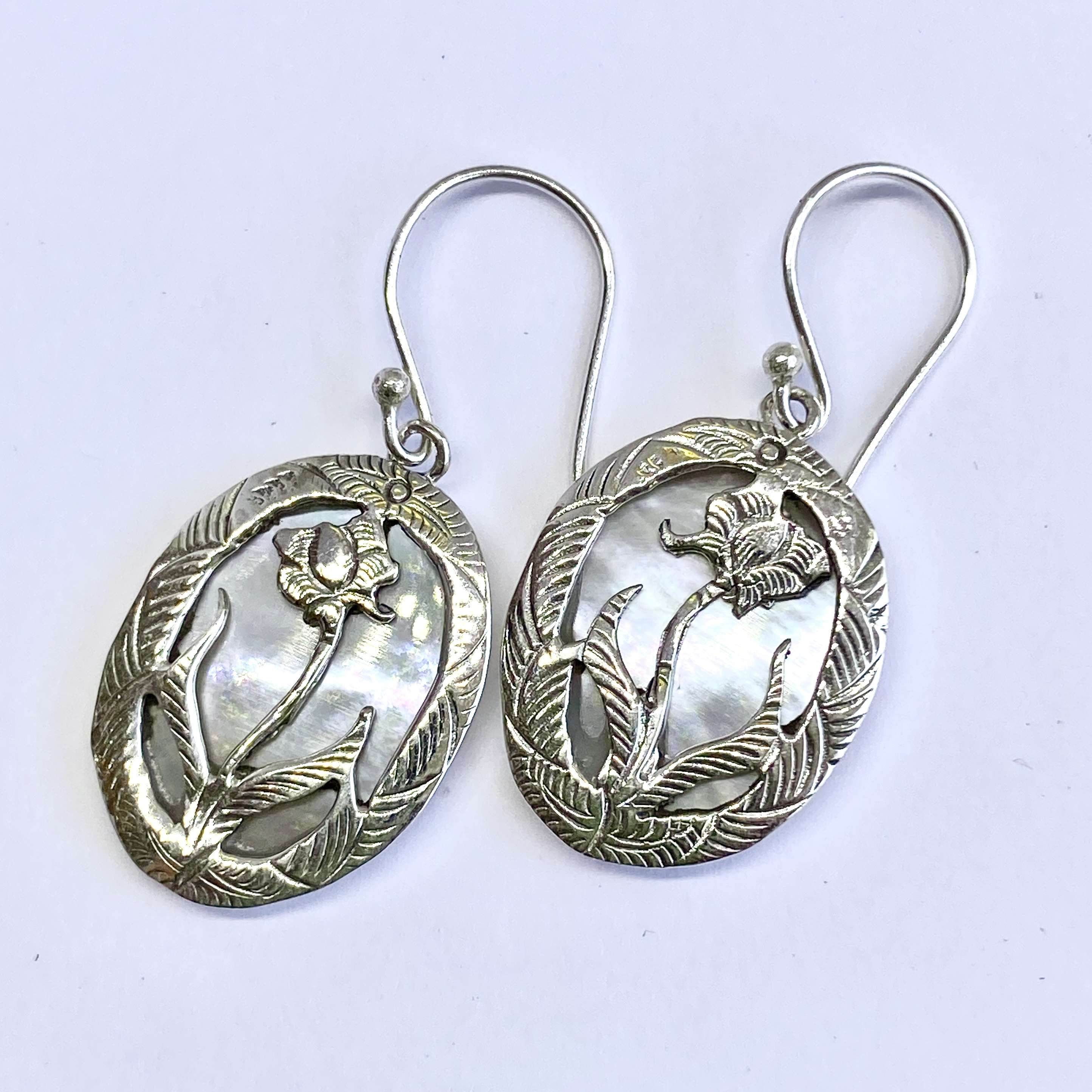 (925 BALI SILVER LOTUS FLOWER EARRINGS WITH MOTHER OF PEARL)