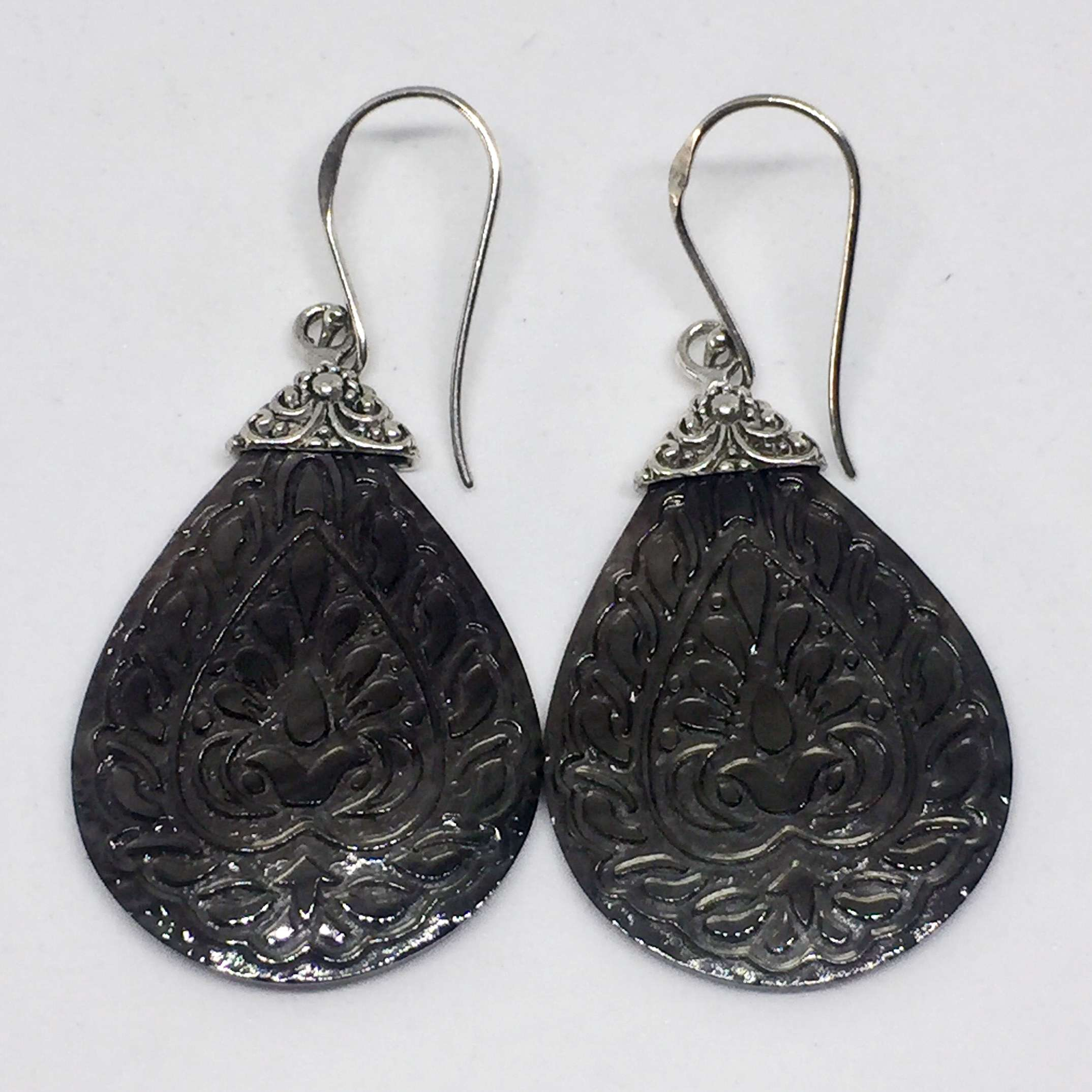 (UNIQUE 925 BALI SILVER EARRINGS WITH HAND CARVING BLACK SHELL)
