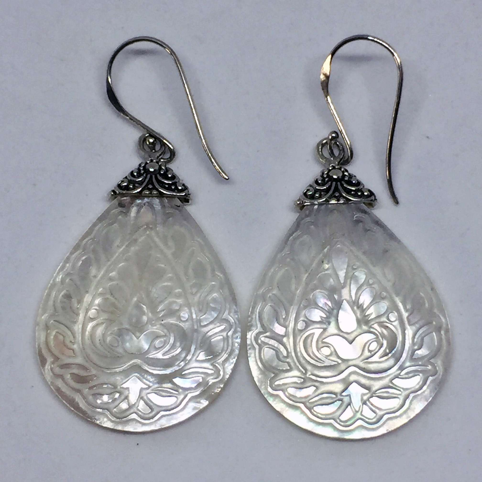 (UNIQUE 925 BALI SILVER EARRINGS WITH HAND CARVING WHITE SHELL)
