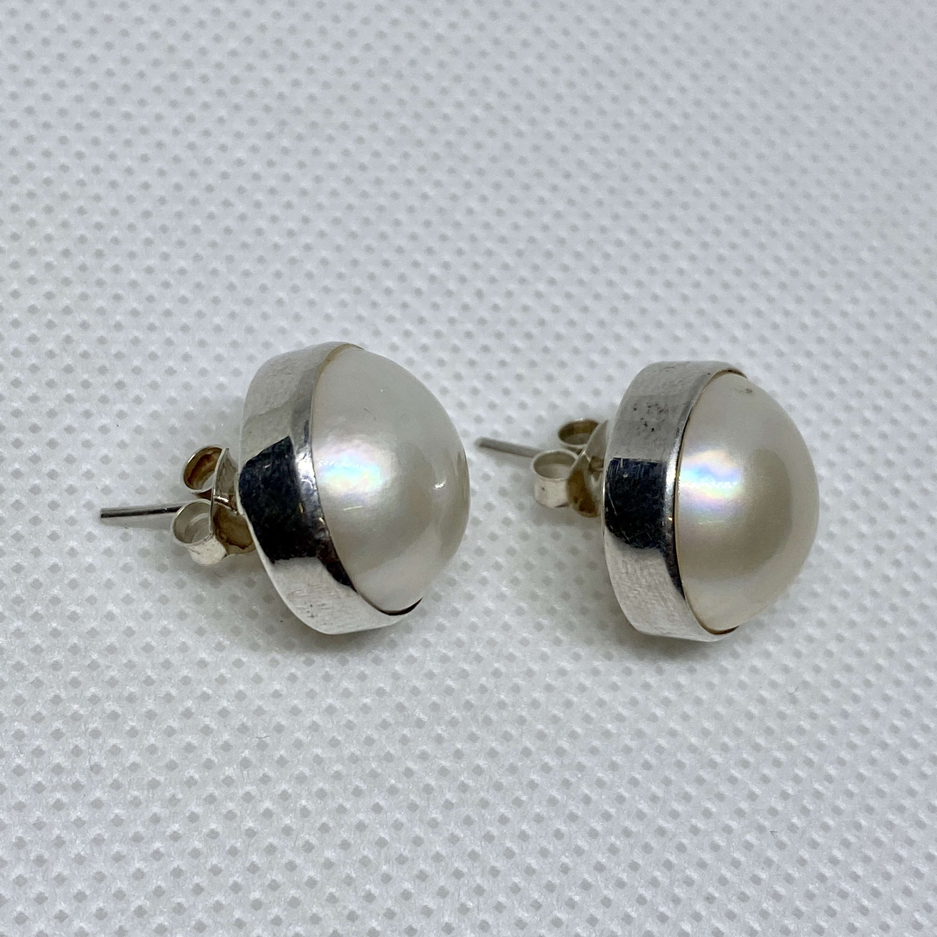 BALI SILVER EARRINGS WITH WHITE MABE PEARL