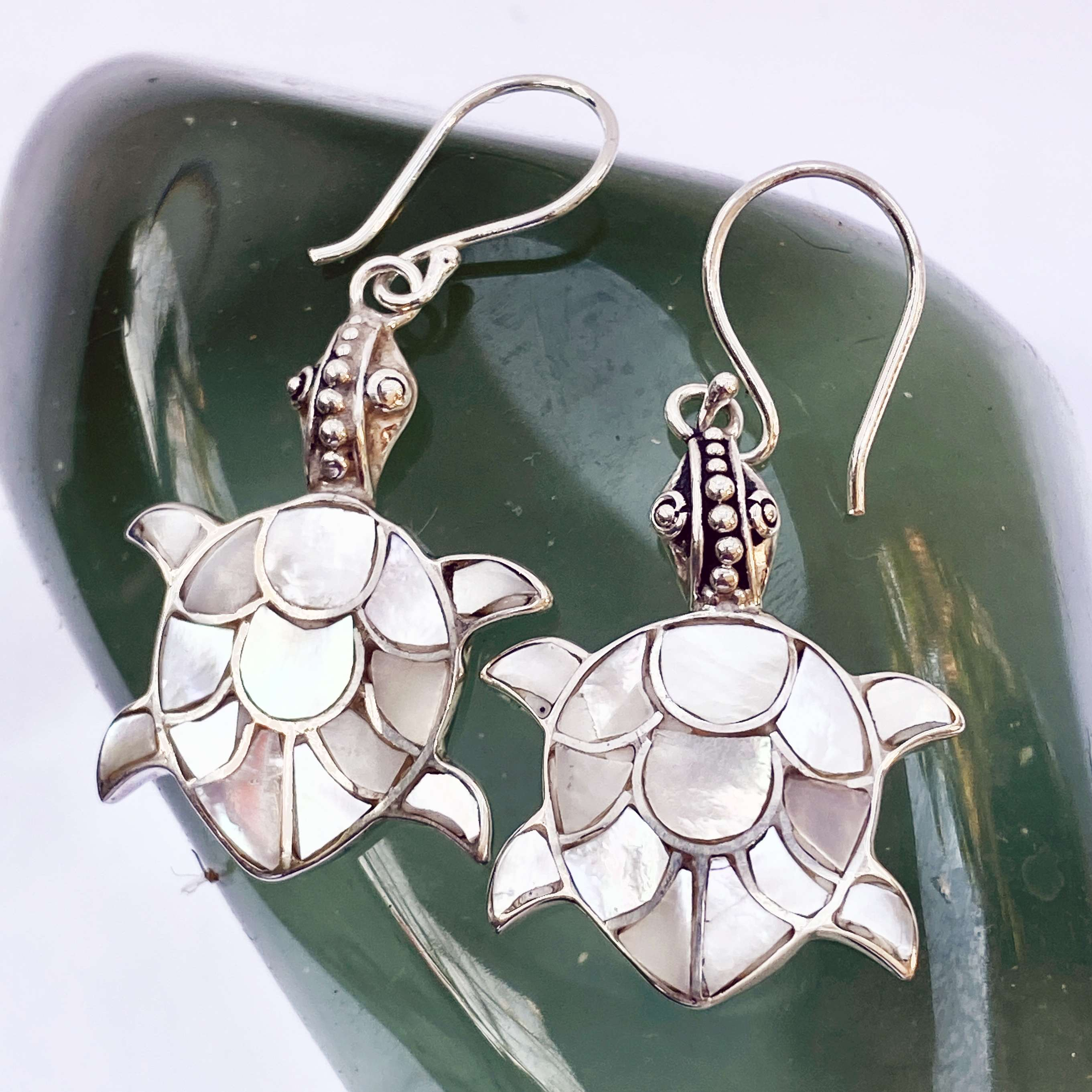 (HANDMADE 925 BALI SILVER TURTLE EARRINGS WITH MOTHER OF PEARL)