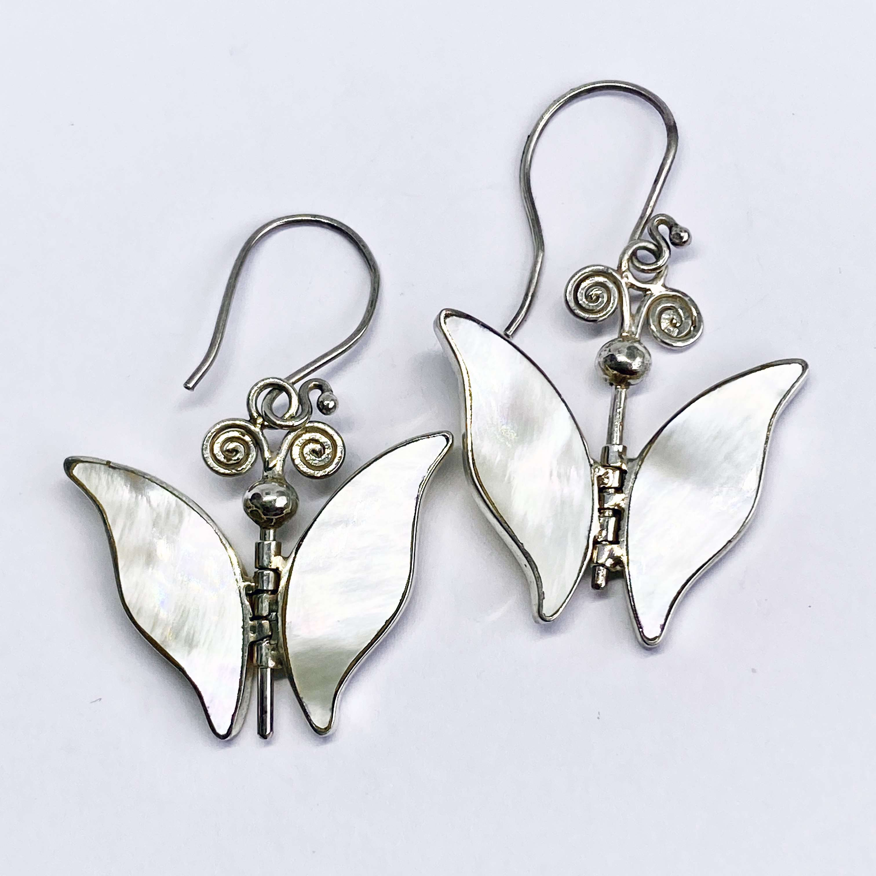 (BALI 925 STERLING SILVER BUTTERFLY EARRINGS WITH MOTHER OF PEARL)