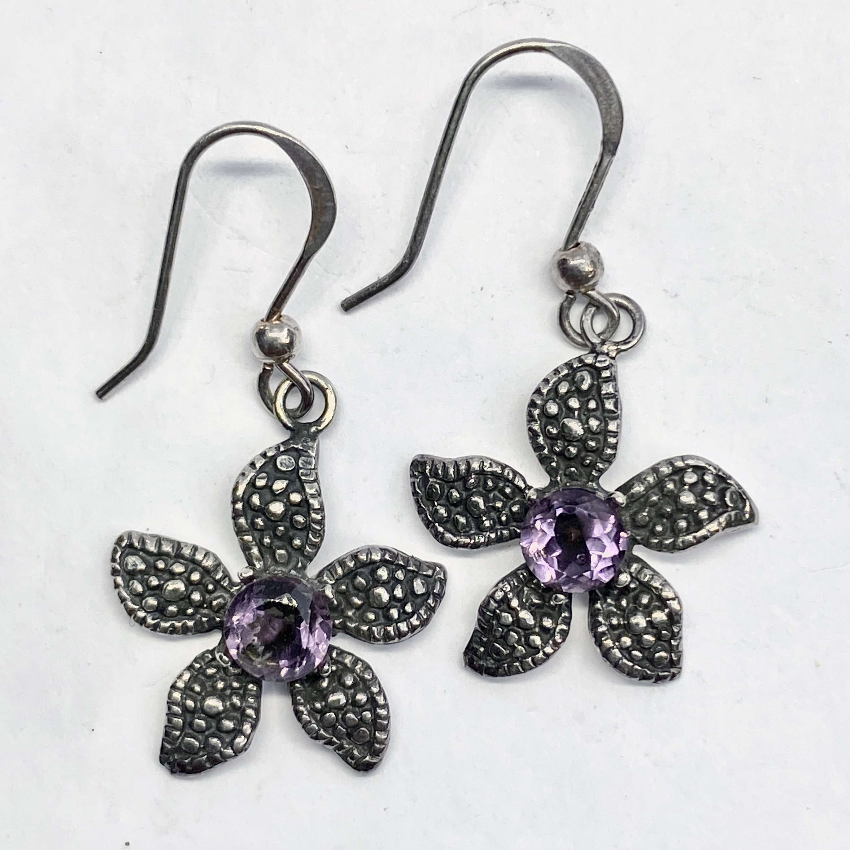 (UNIQUE 925 BALI SILVER DAISY EARRINGS WITH AMETHYST)