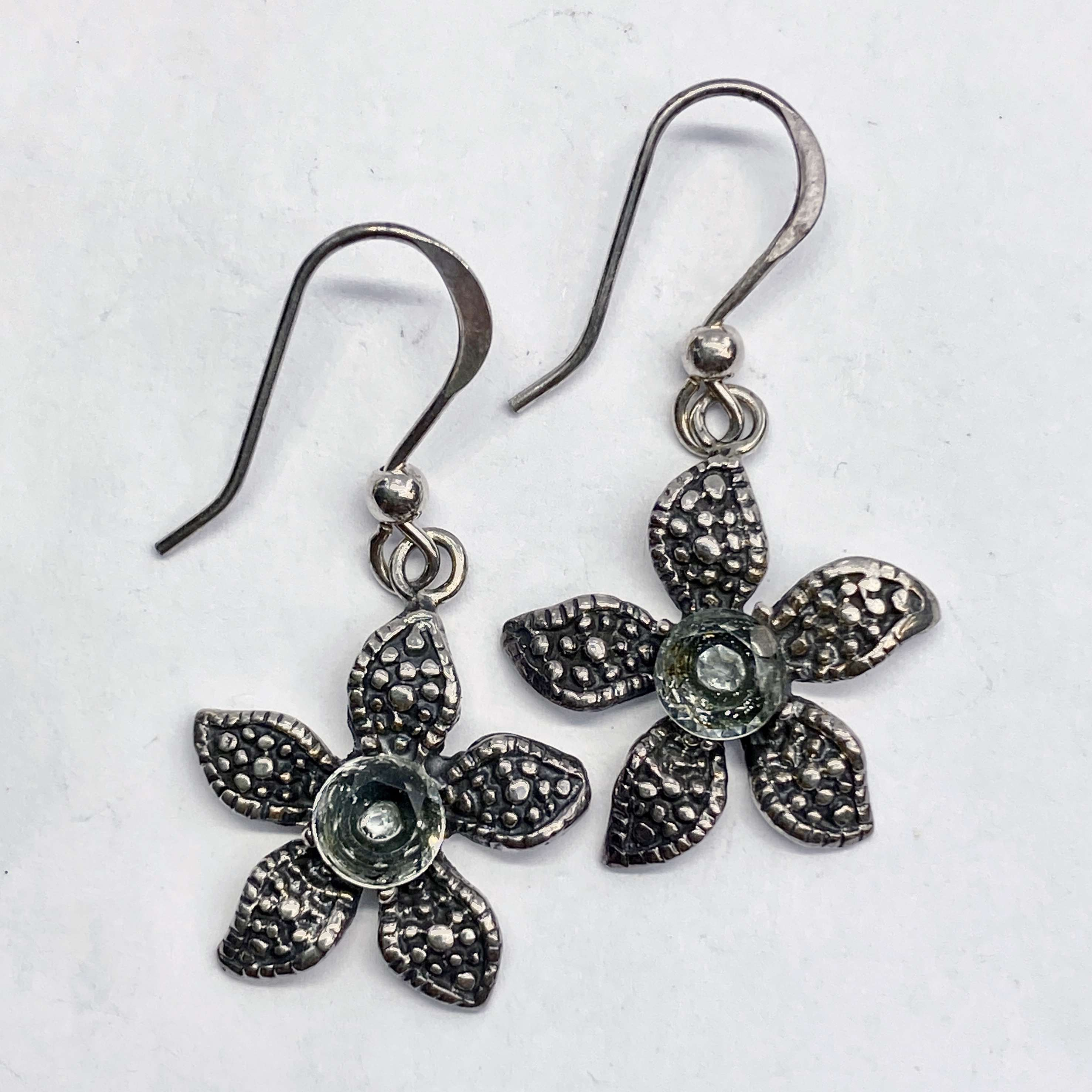 (UNIQUE 925 BALI SILVER DAISY EARRINGS WITH TOPAZ)