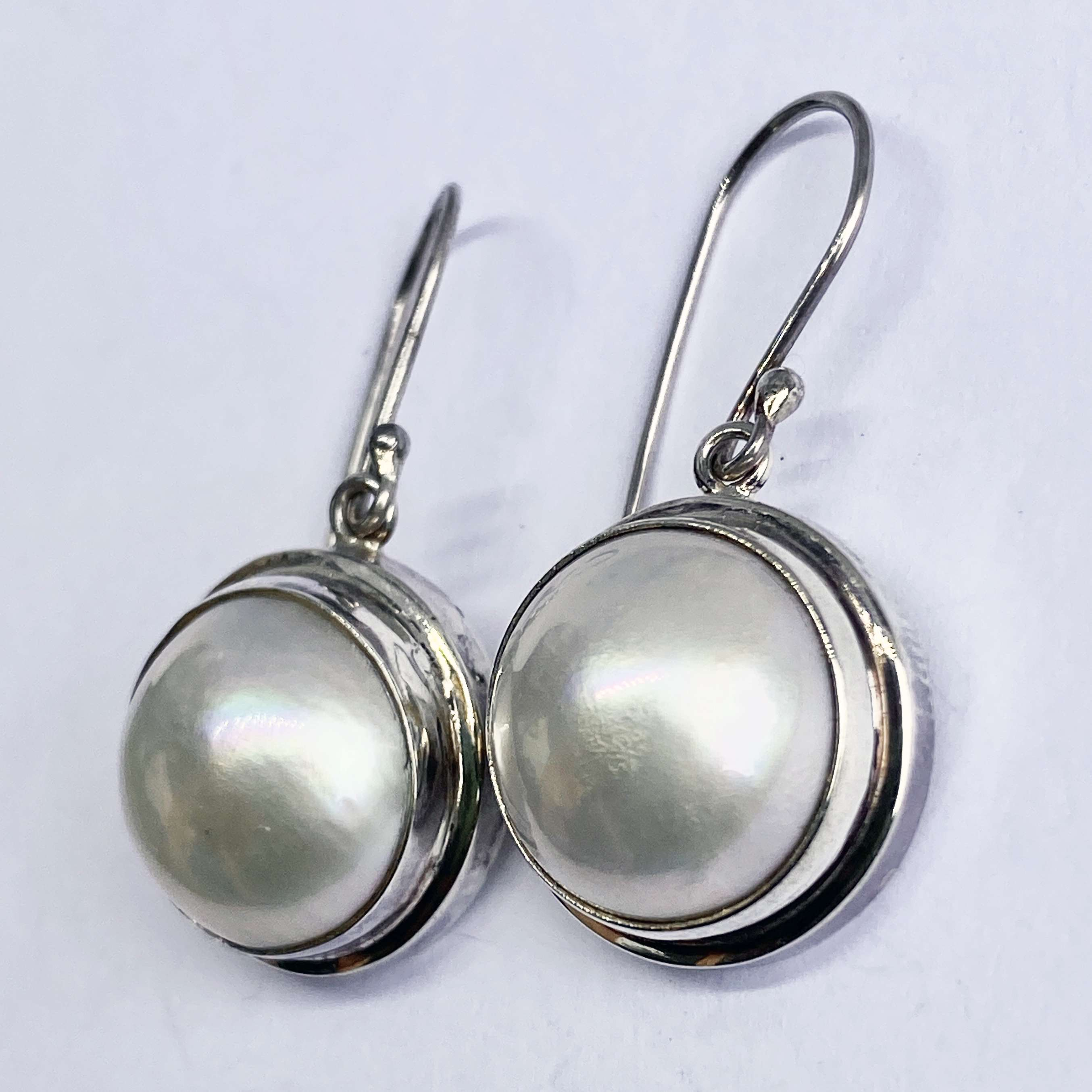 (HANDMADE 925 BALI SILVER EARRINGS WITH MABE PEARL)