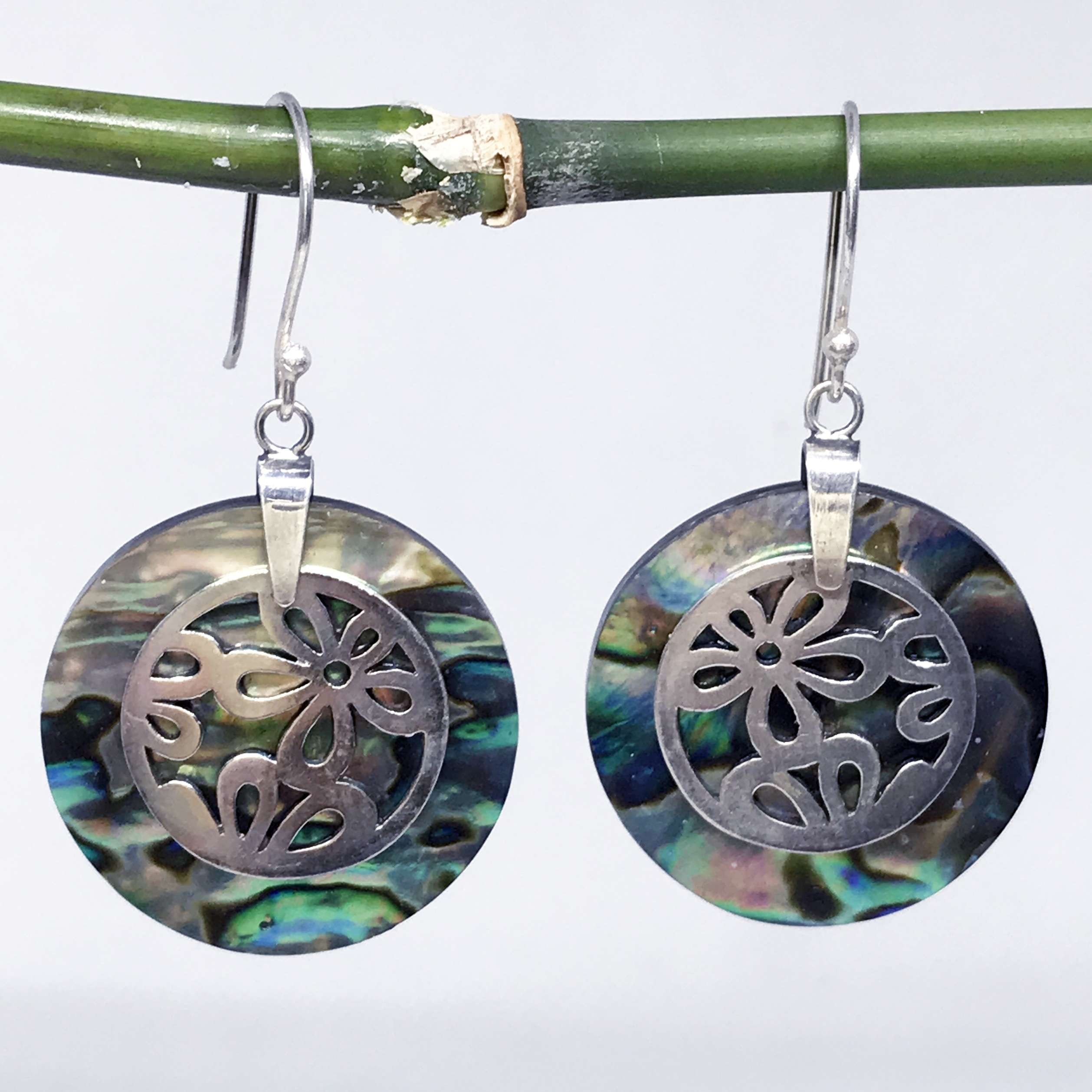 (925 BALI SILVER DAISY EARRINGS WITH ABALONE)