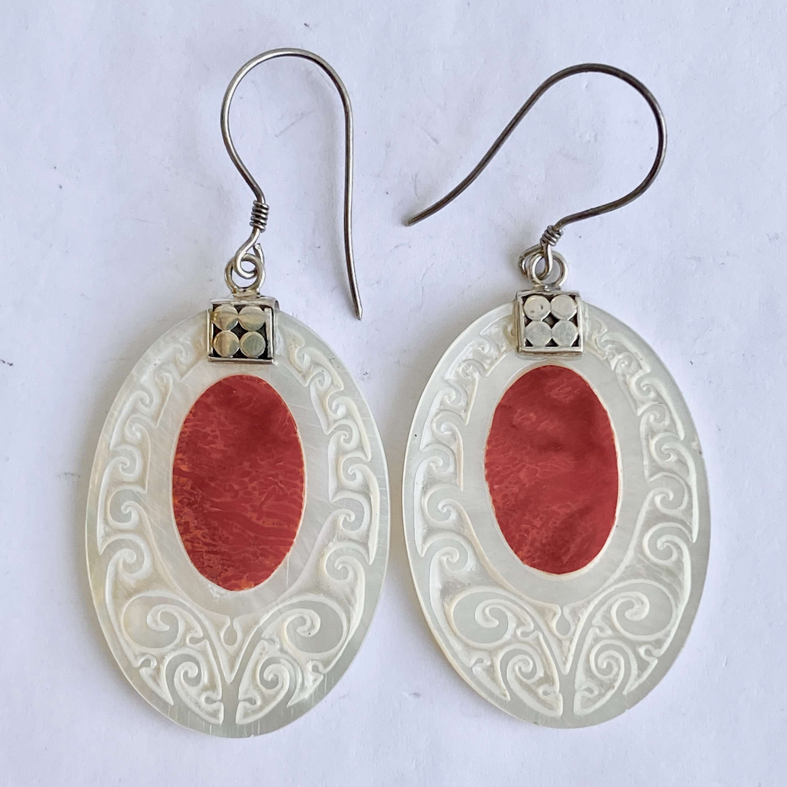 (925 BALI SILVER HAND CARVING EARRINGS WITH CORAL)