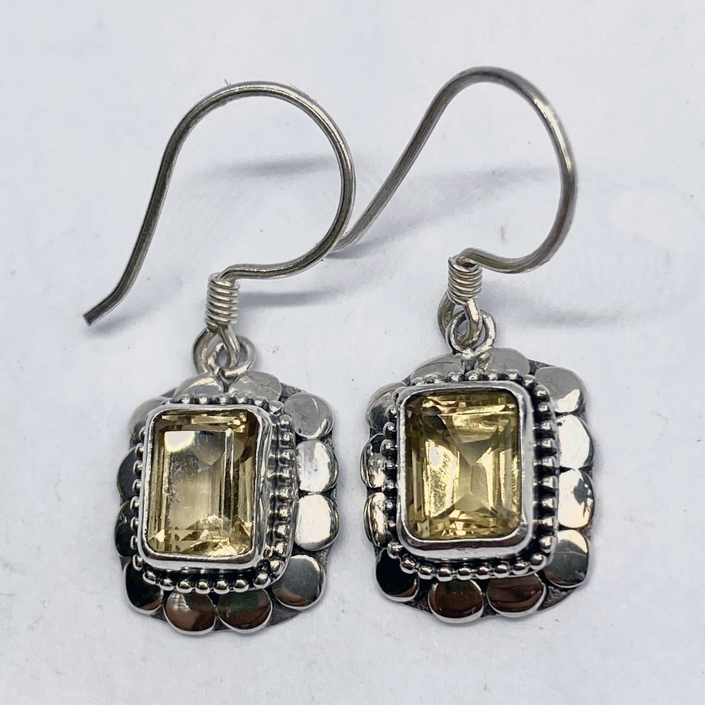 (SQUARE 925 BALI SILVER ARMADILLO EARRINGS WITH CITRINE)