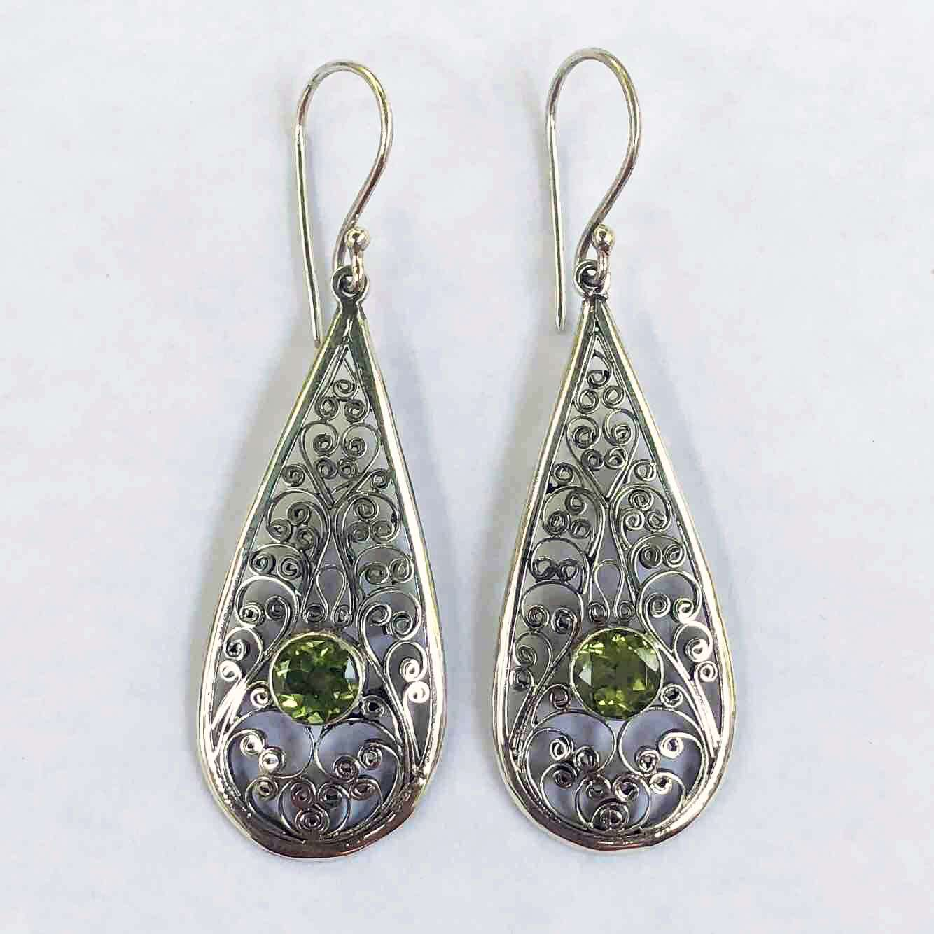 (UNIQUE 925 BALI SILVER FILIGREE EARRINGS WITH PERIDOT)