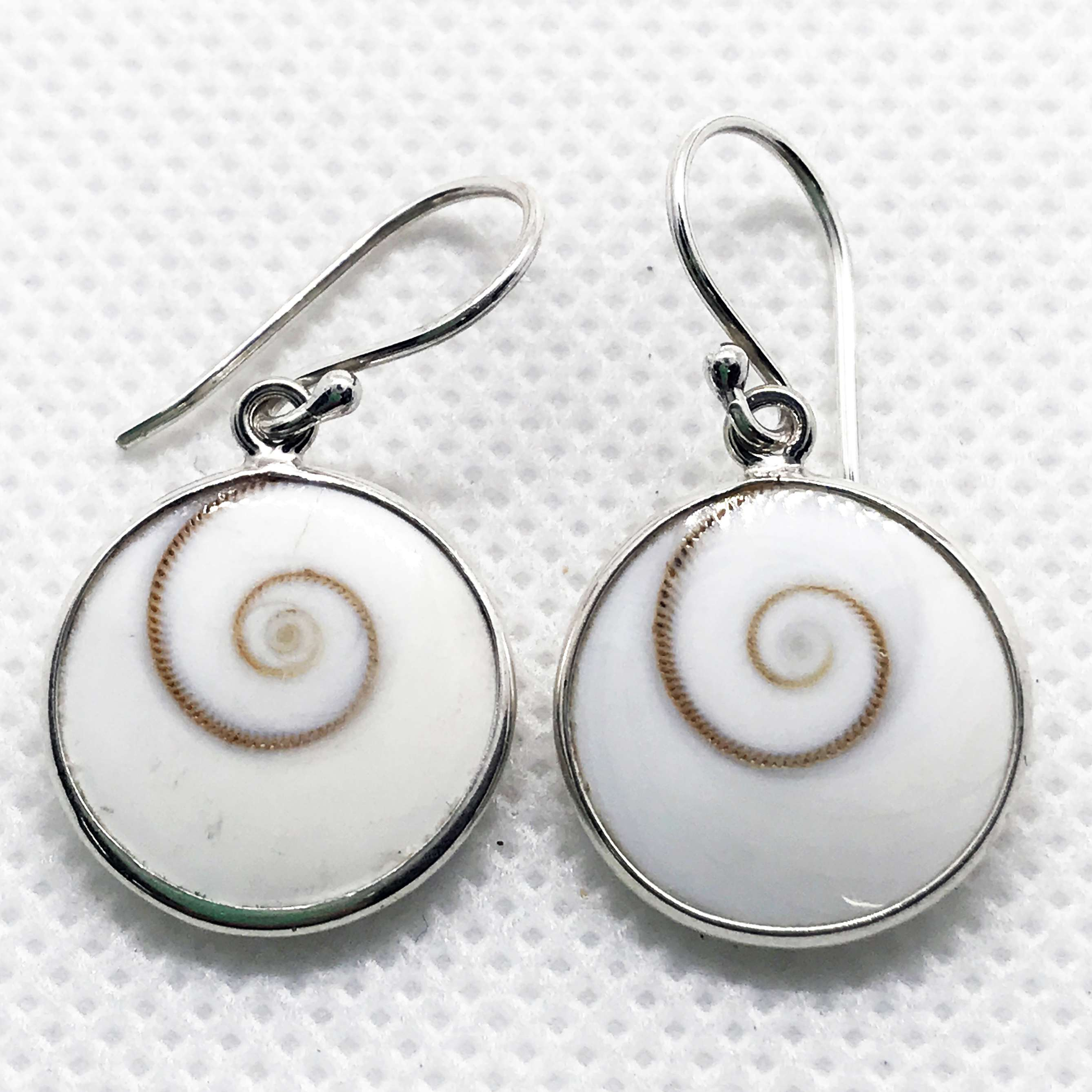(UNIQUE  925 BALI SILVER EARRINGS WITH SHIVA EYES SHELL)