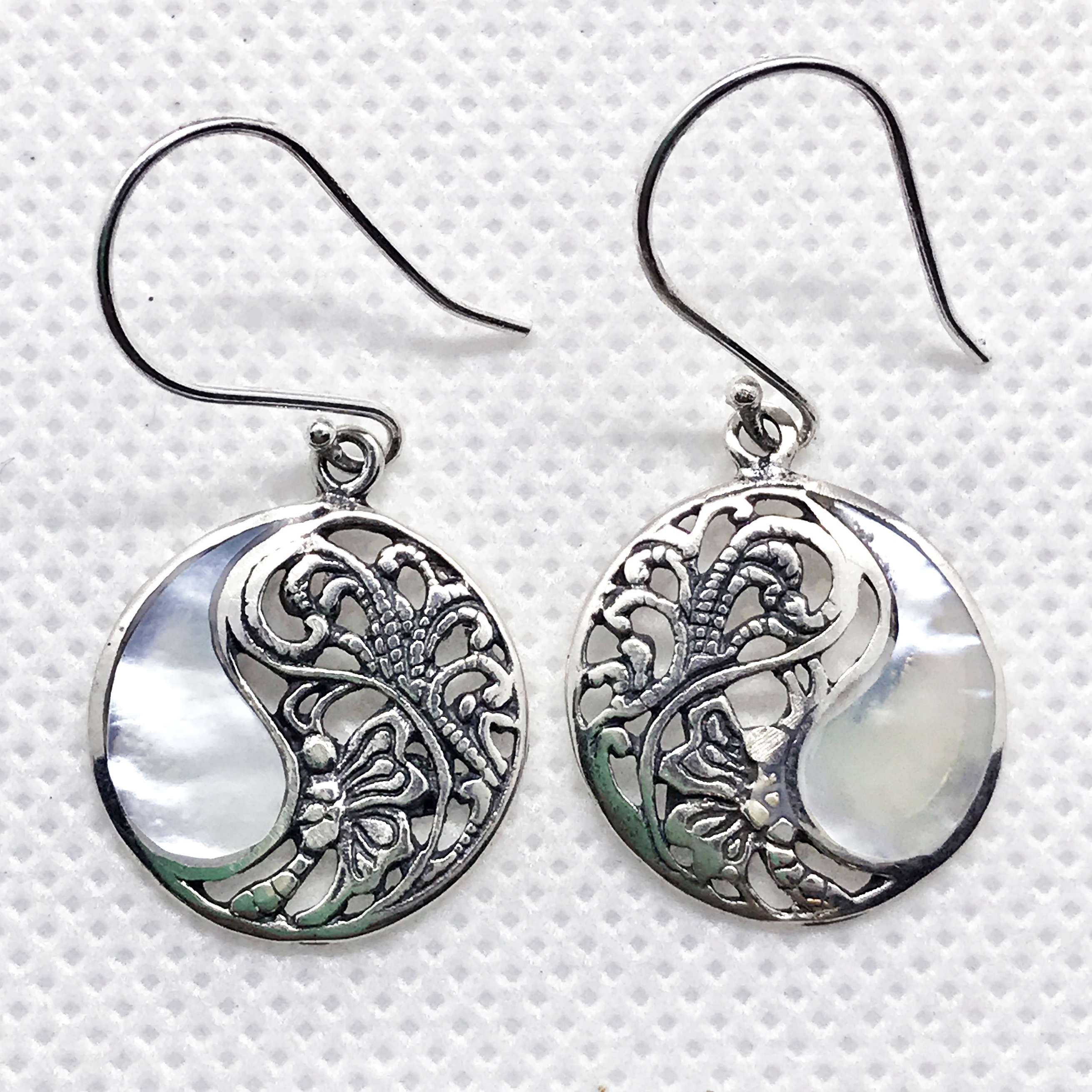 (925 BALI SILVER BUTTERFLY EARRINGS WITH MOTHER OF PEARL)