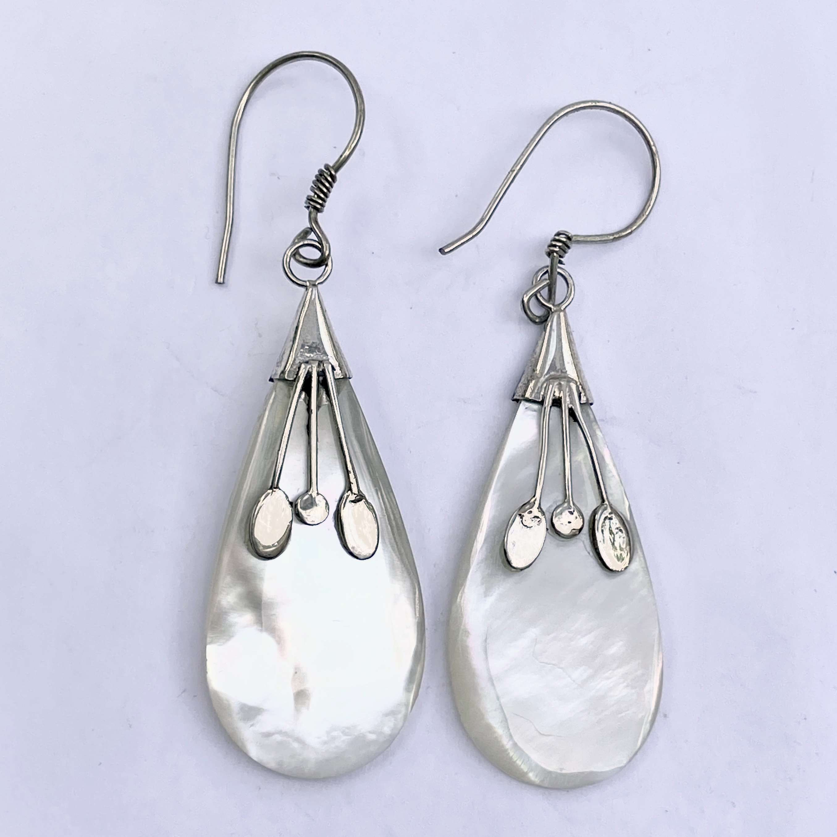 (925 BALI SILVER EARRINGS WITH MOTHER OF PEARL)