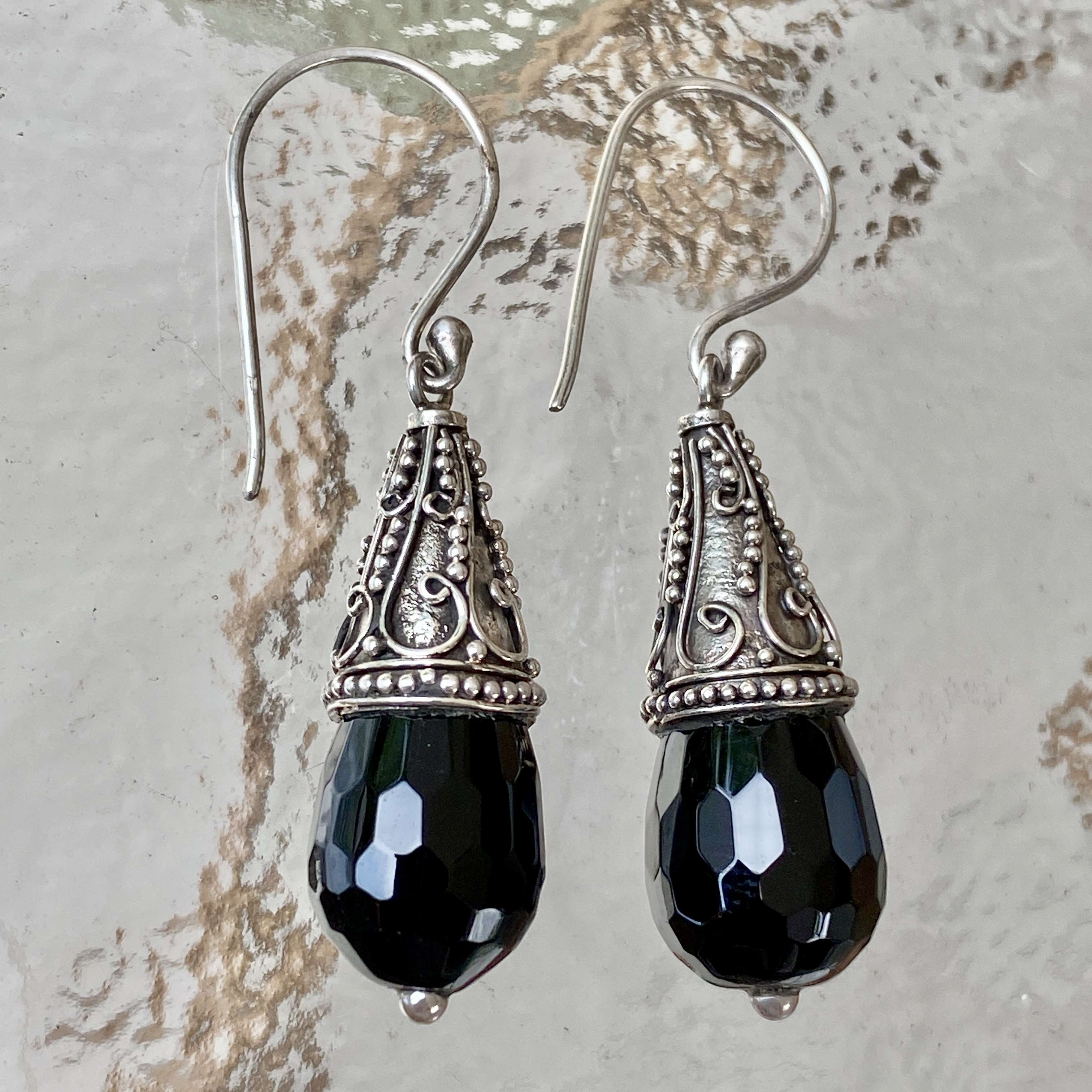 (HANDMADE 925 BALI STERLING SILVER EARRINGS WITH ONYX)