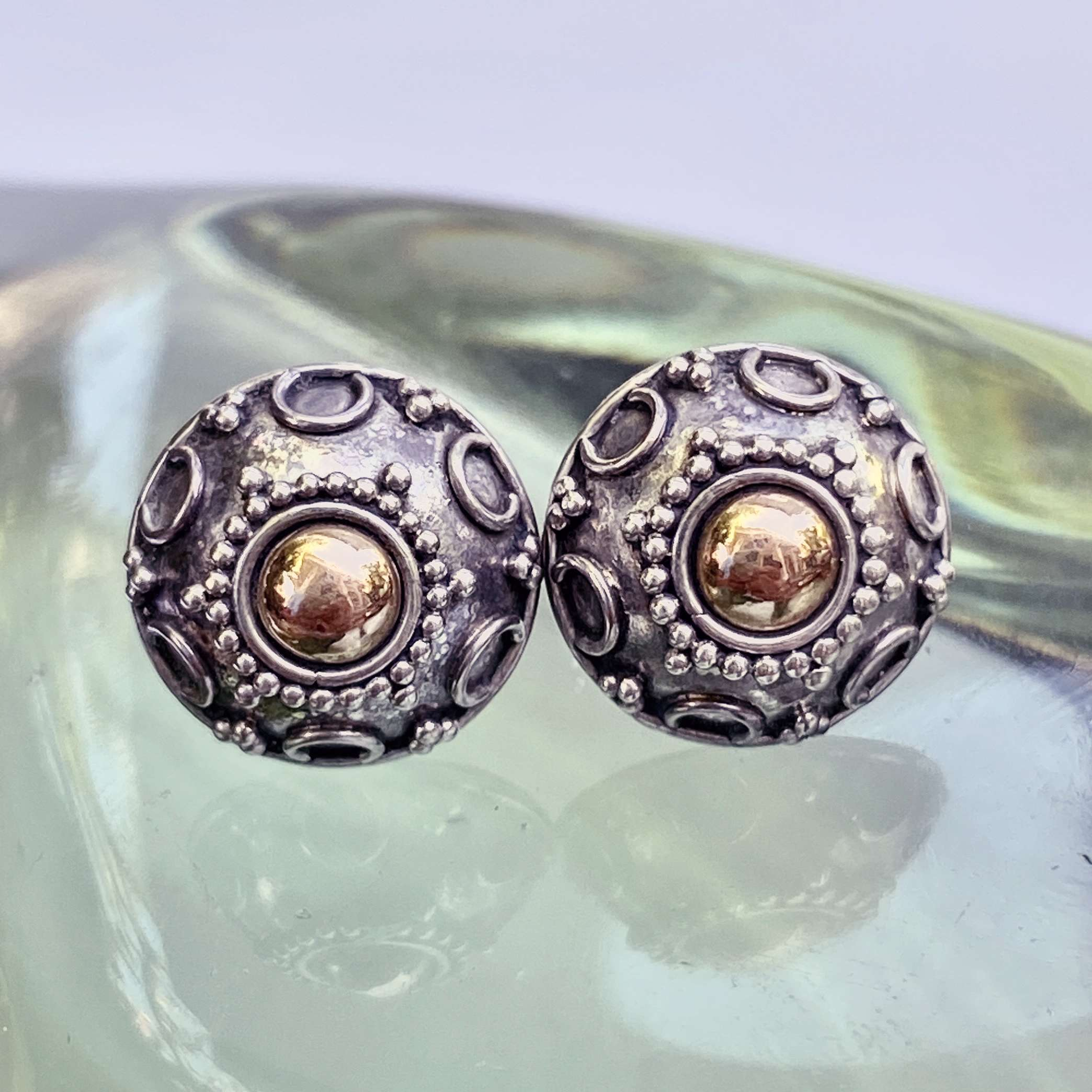 (HANDMADE 925 BALI SILVER EARRING WITH 18KT GOLD ACCENT)