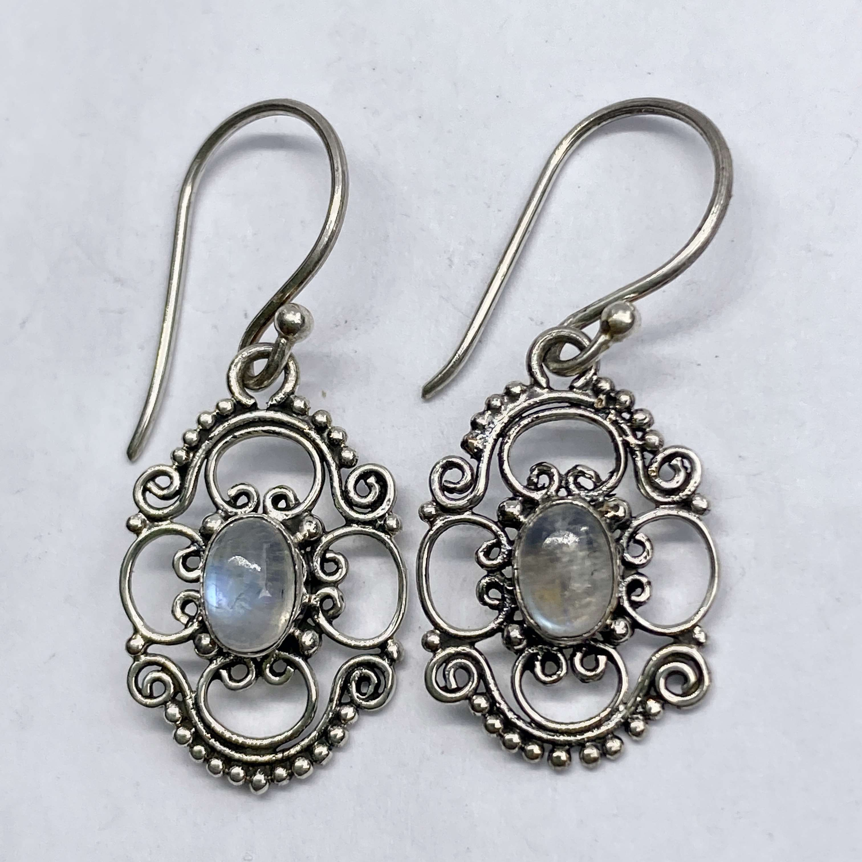 (UNIQUE 925 BALI SILVER EARRINGS WITH RAINBOW MOONSTONE)
