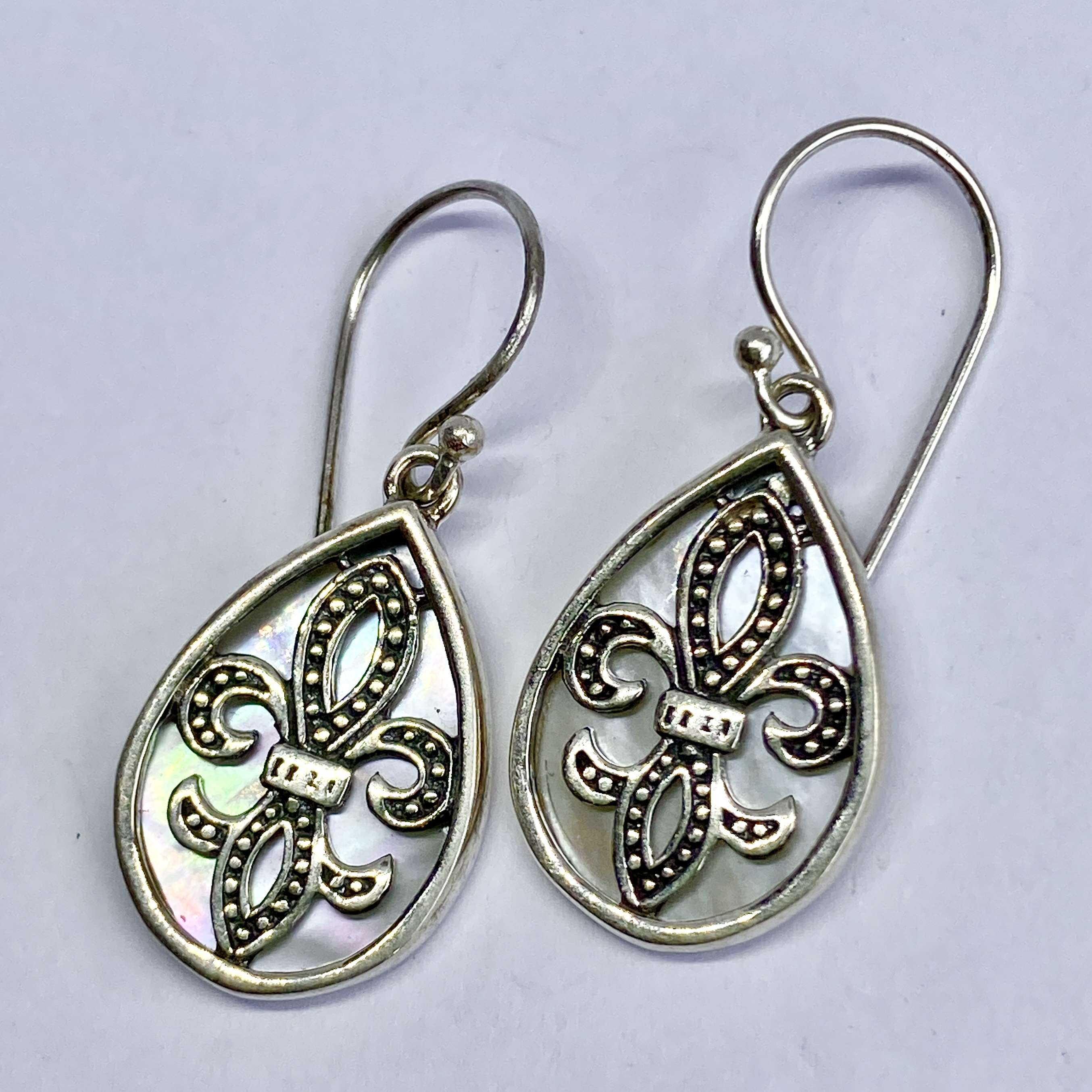 (BALI 925 STERLING SILVER EARRINGS WITH MOTHER OF PEARL)