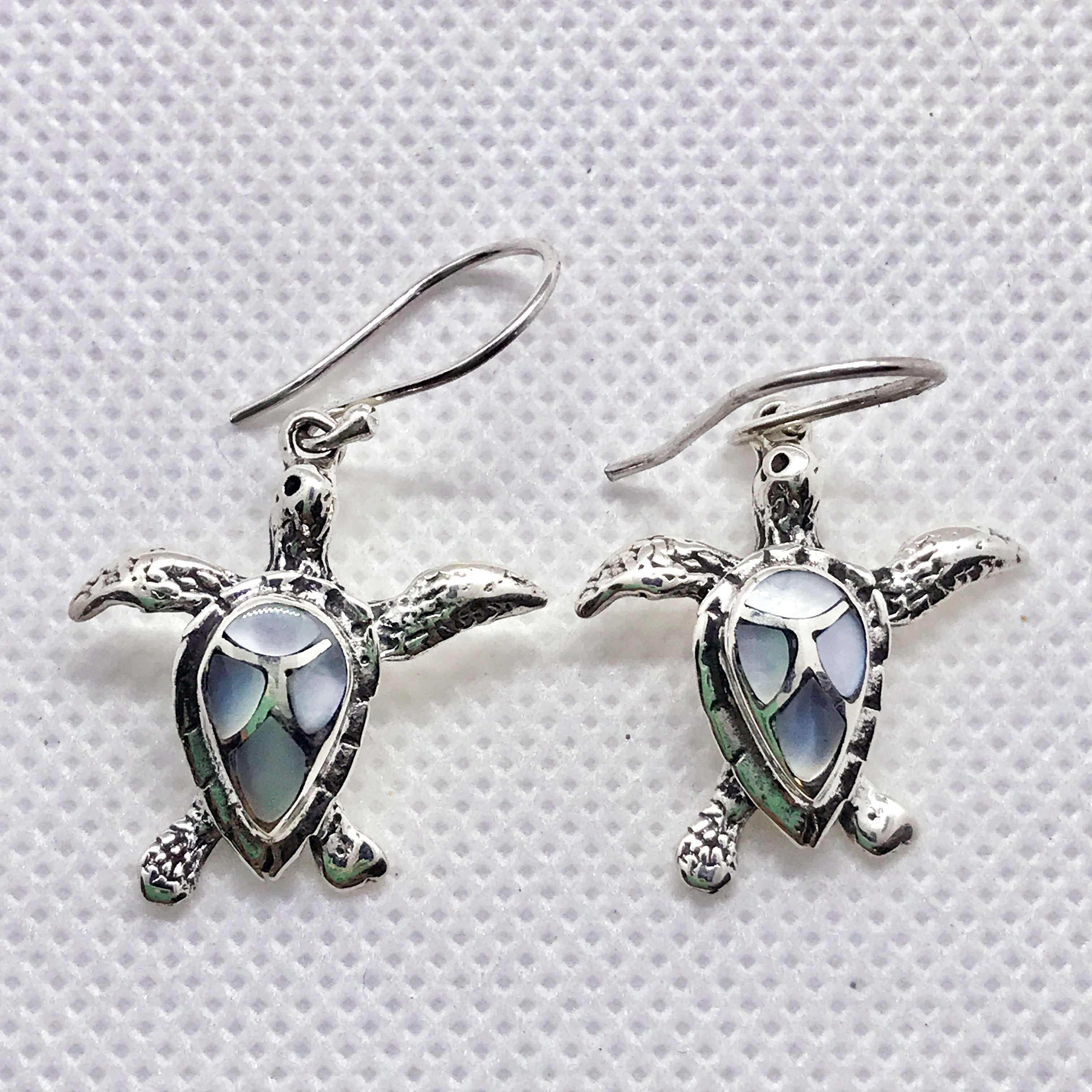 (HANDMADE 925 SILVER BALI TURTLE EARRINGS WITH MOTHER OF PEARL)
