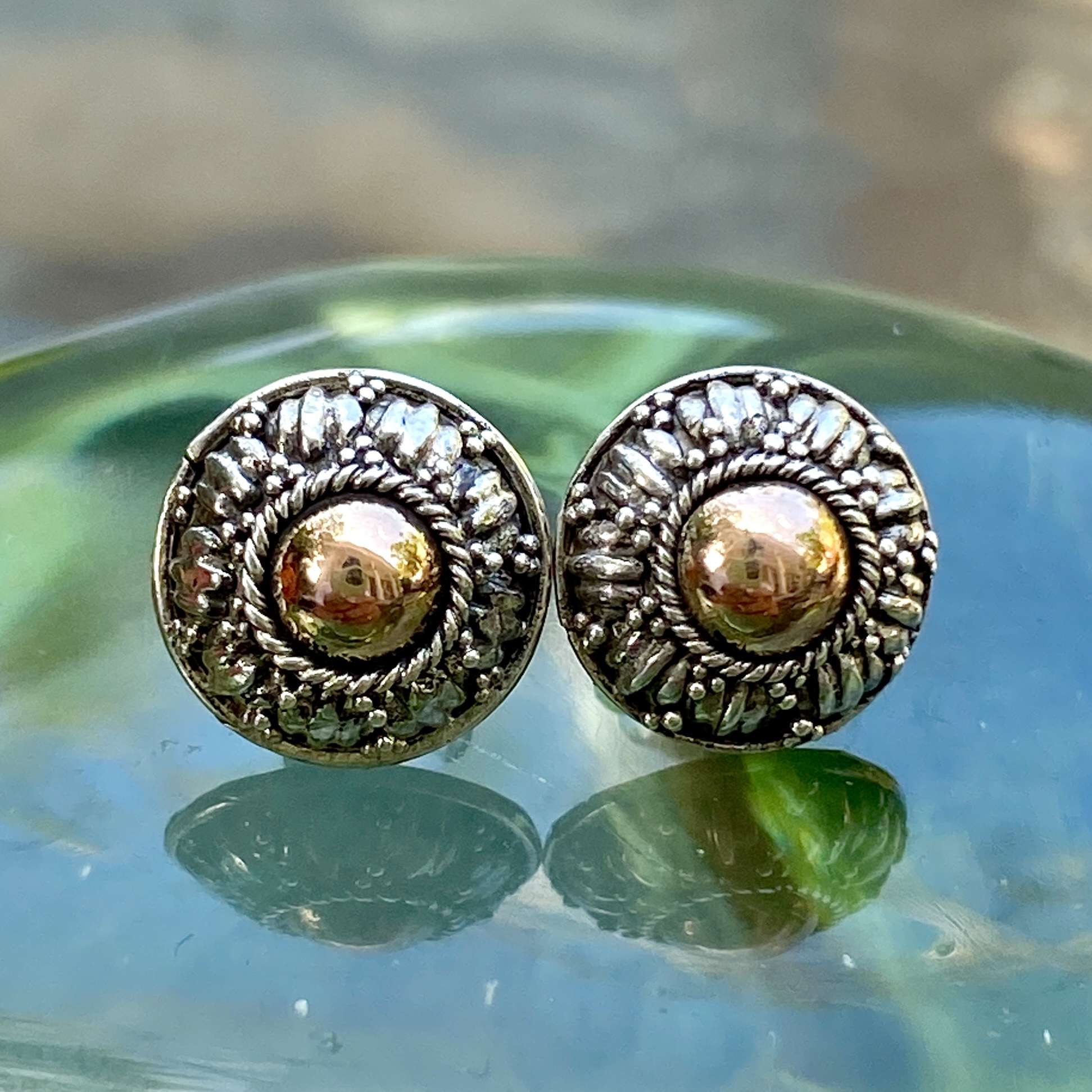 (HANDMADE 925 BALI SILVER EARRINGS WITH 18KT GOLD ACCENT)