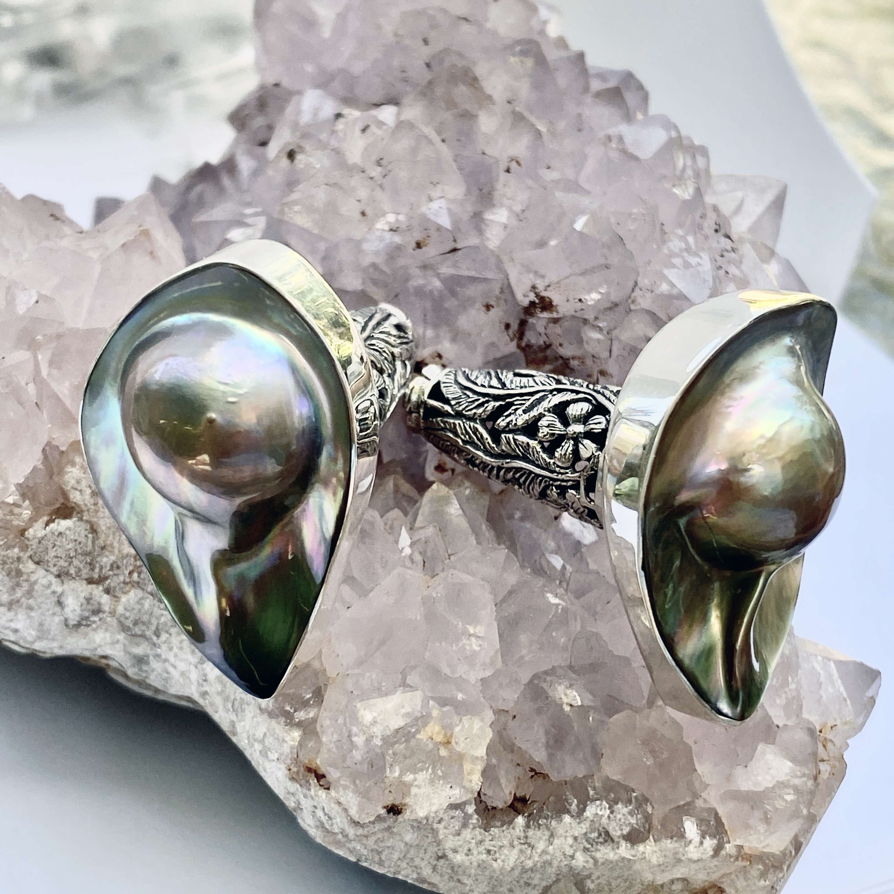 (HANDMADE 925 BALI SILVER EARRINGS WITH MABE PEARL SHELL)